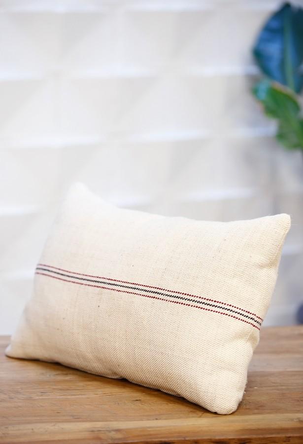 Cojín de lino antiguo