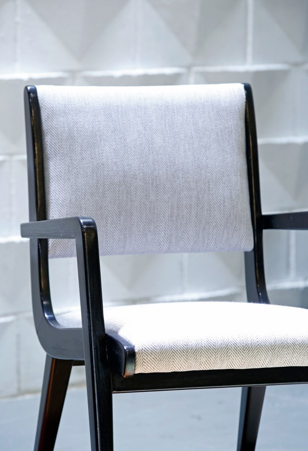 Pareja de sillas con brazo