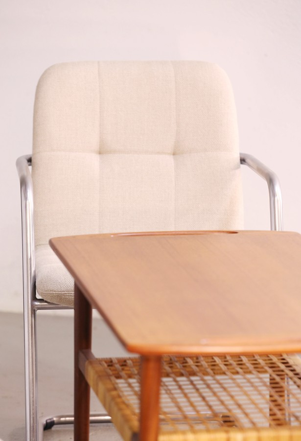 Pareja de sillas confidente (Daciano da Costa)