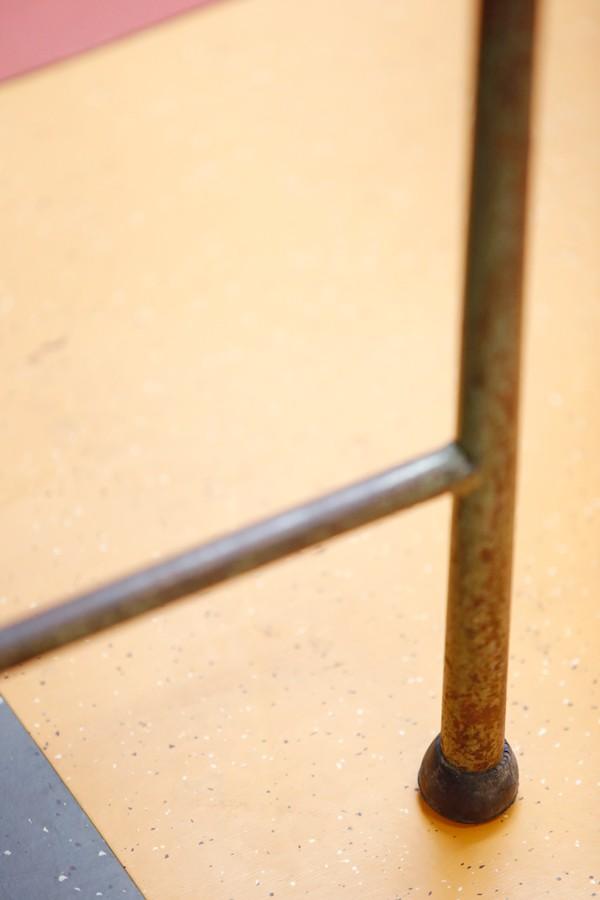 Mueble auxiliar de hierro