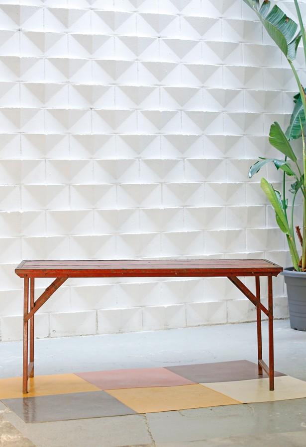 mesa-expositor-vintage-madera metal-lavictoriana