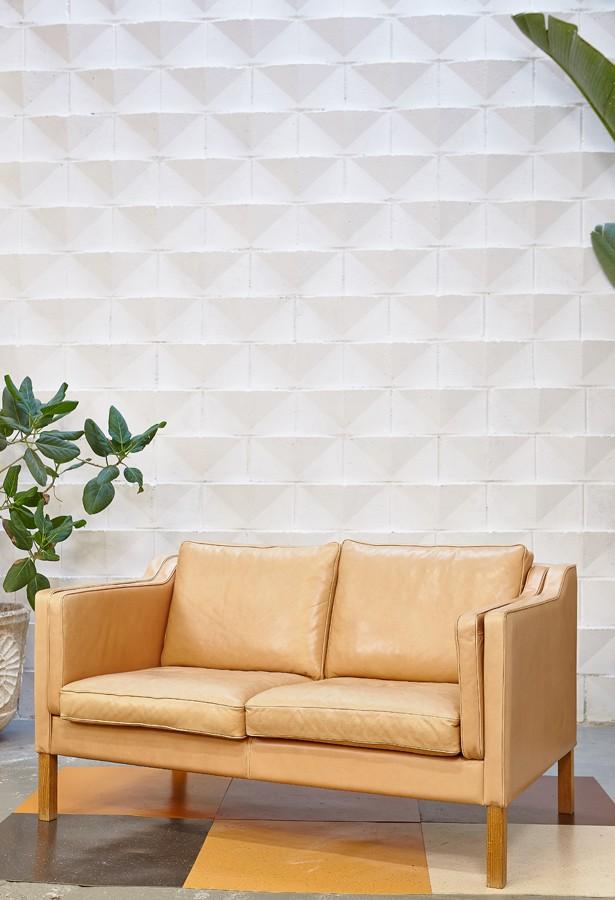 sofa-piel-dinamarca-años 60-vintage-la victoriana